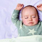 As sonecas curtas do bebê