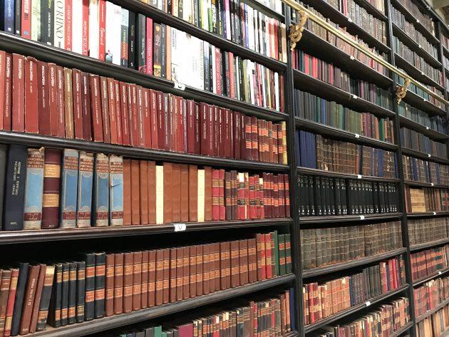 livros no gabinete real português