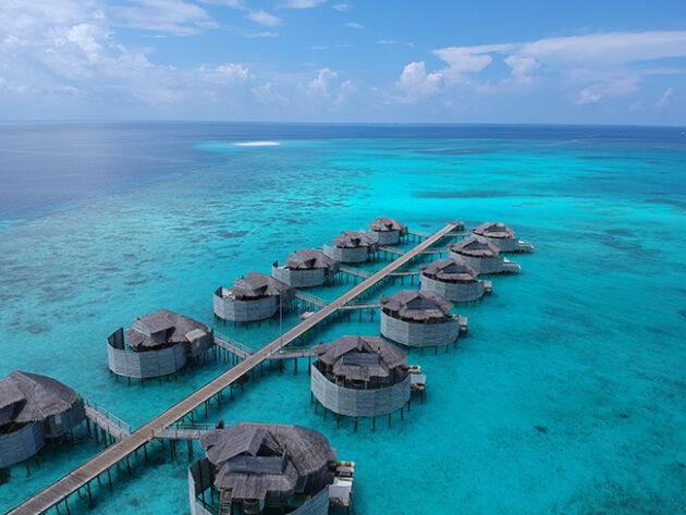 bangalo overwater six senses laamu maldivas